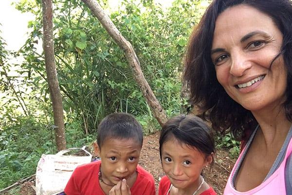 ילדים מקומיים בוייטנאם