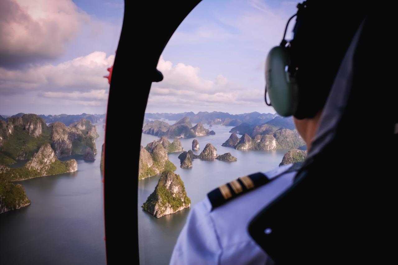 מסוק מעל שמי וייטנאם